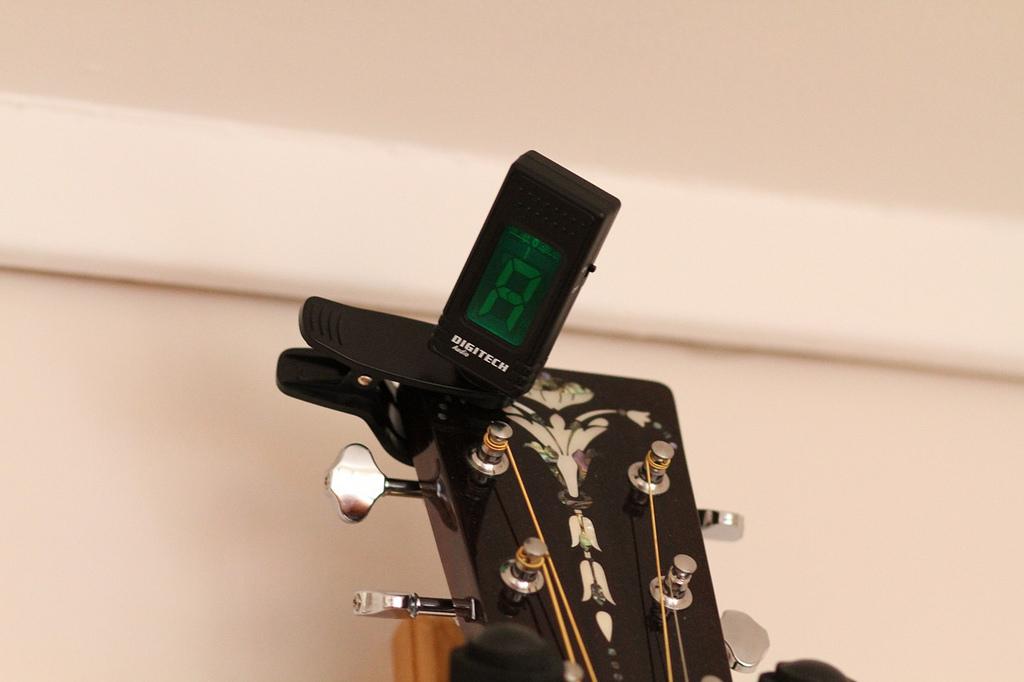 Thumbail de Afinador de guitarra, un buen salvavidas (si eres músico)